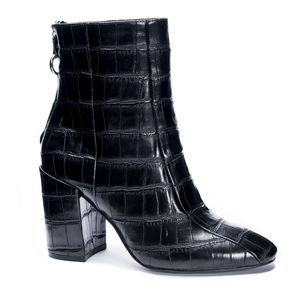 NIB CHINESE LAUNDRY BLACK CROC LEATHER BOOTS SIZE6